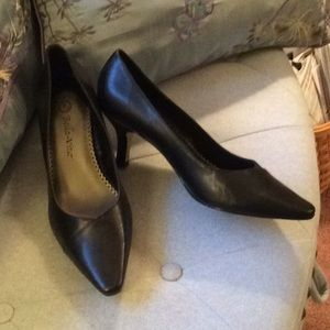 New Bella Vita Black Leather Upper Heels